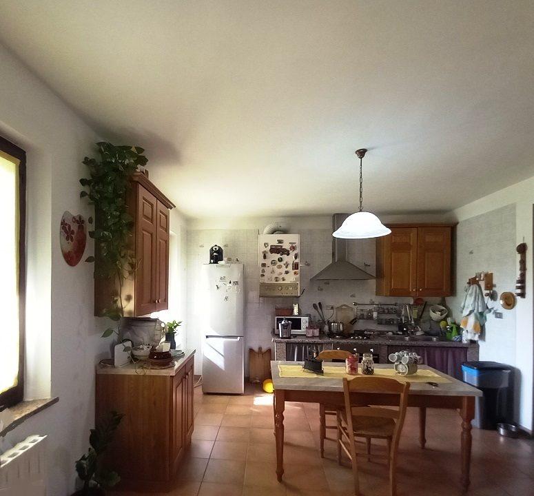 cucina casa ristrutturata Colorno campagna