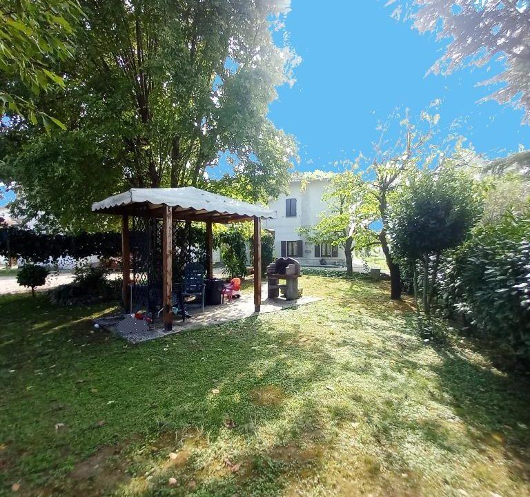 giardino casa ristrutturata Colorno campagna