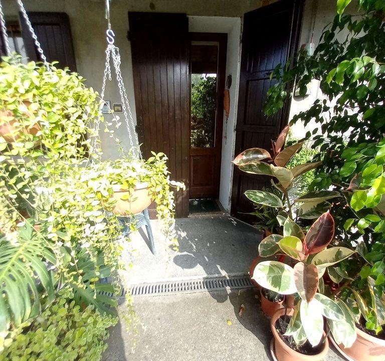 porta ingresso casa ristrutturata Colorno campagna